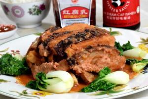Braised pork belly with taro (芋头扣肉)