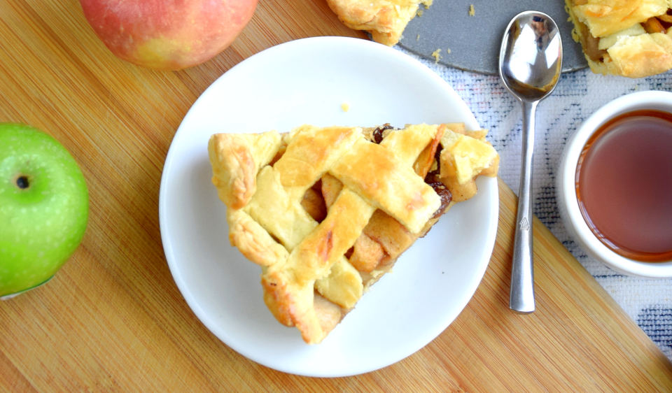 This homemade apple pie recipe delivers a delicate balance of flavor and texture, which make every bite blissful. The pie crust is flaky and buttery, and the filling is gooey, sweet and yet still has some slight crunch pieces.