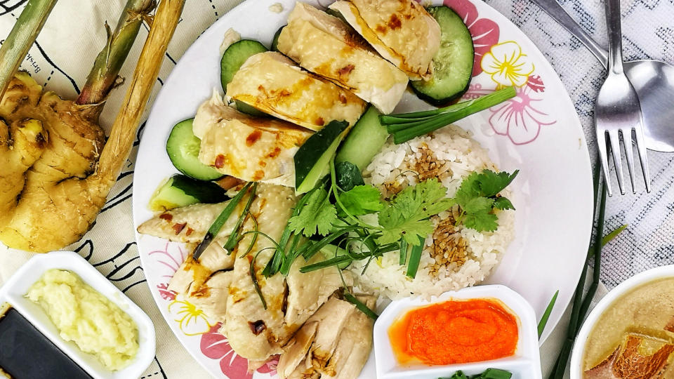 Hainanese chicken rice 海南鸡饭 is the Malaysian/Singapore adaptation of the Wenchang chicken from Hainan province of China.