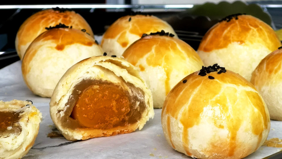 Chinese salted egg yolk pastry (蛋黄酥, 鹹蛋酥, Harm Tarn Soh) is an all-time favorite among the Chinese, particularly during the Mid-Autumn Festival and Chinese New Year.