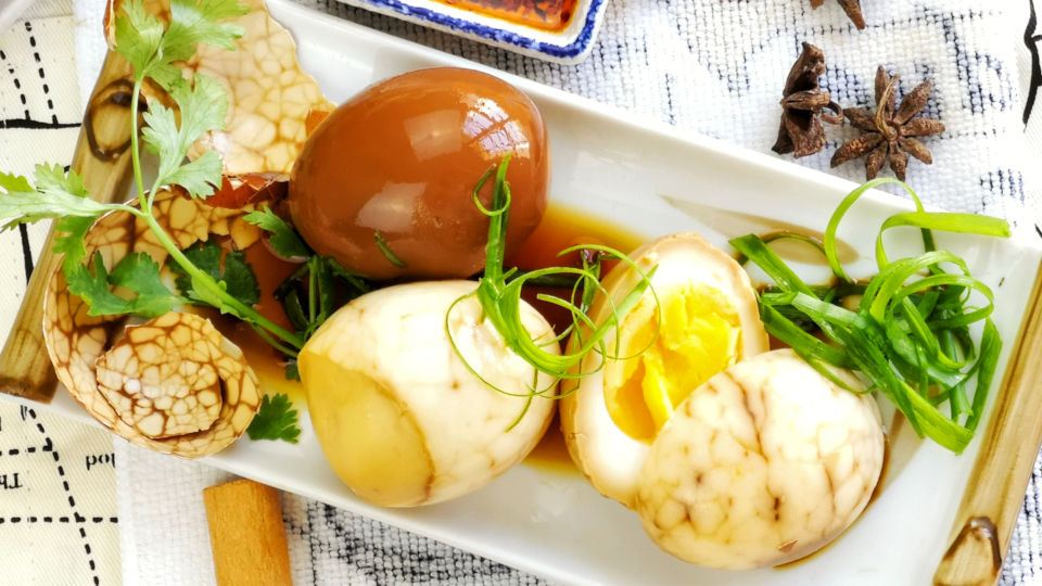 Tea egg 茶叶蛋 (a type of soy sauce egg 卤蛋 ) is a popular snack among the Chinese community.