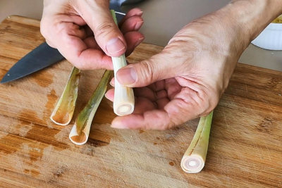 Lemongrass chicken - lemongrass remove sheath