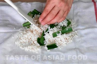mango sticjy rice - wrap the rice